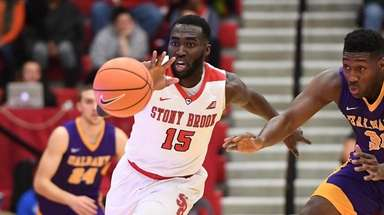 Stony Brook guard Akwasi Yeboah chases a loose