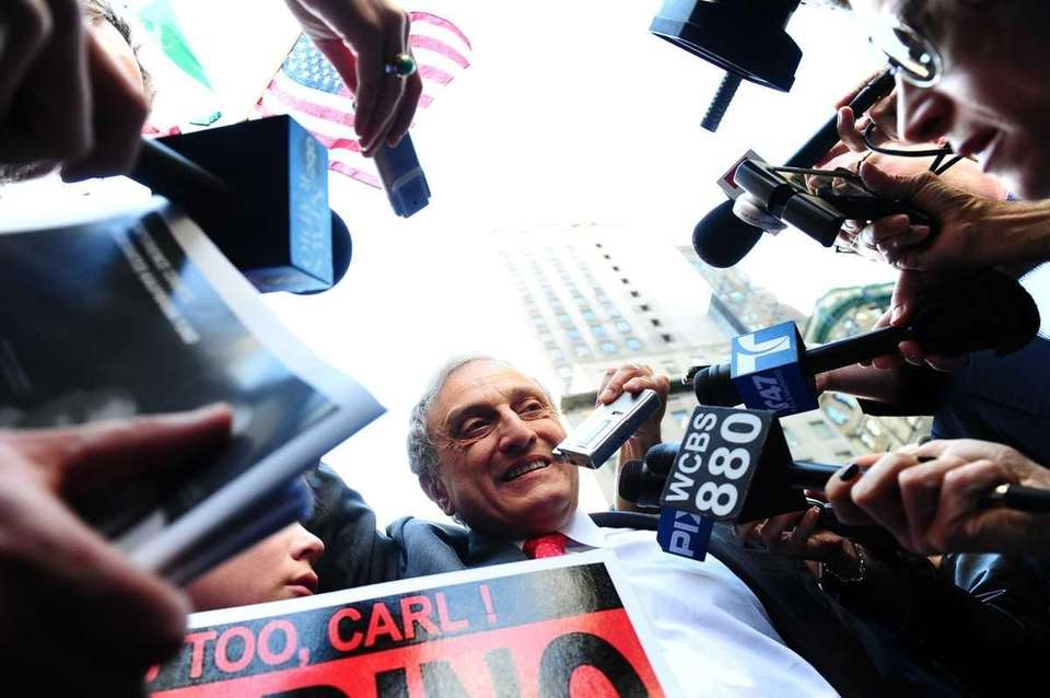 Reporters surround Republican gubernatorial candidate Carl Paladino at
