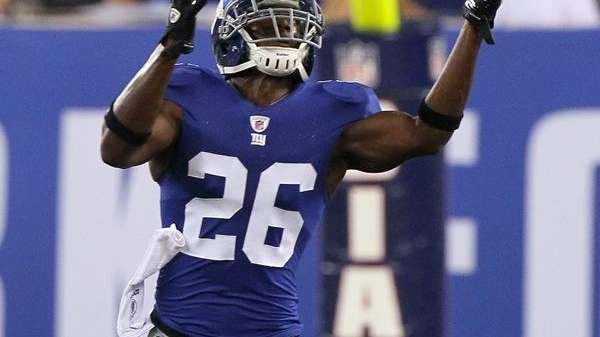 Giants safety Antrel Rolle intercepts a pass against