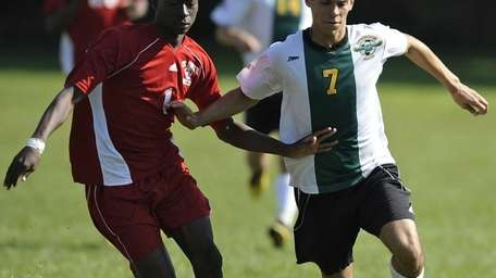 Valley Stream South's Mohamed Traore and Lynbrook's Hector