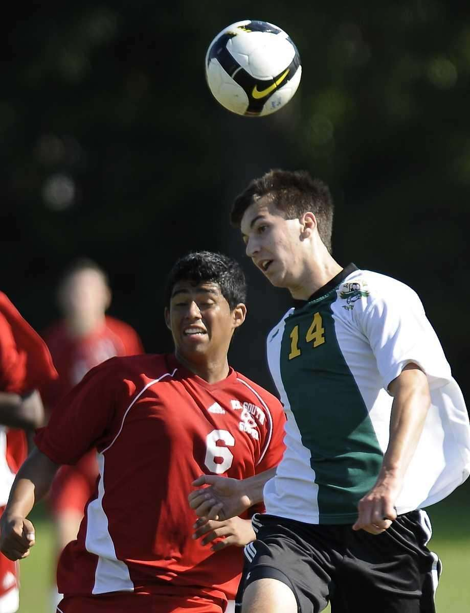 Valley Stream South's Jon Hernandez and Lynbrook's Michael