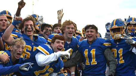 Kellenberg quarterback Matthew Sluka, center of middle row,