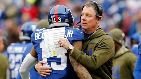 Giants head coach Pat Shurmur and receiver Odell