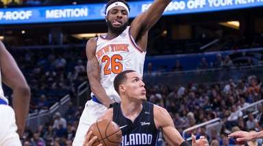 Orlando Magic forward Aaron Gordon (00) goes for