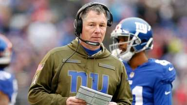 Coach Pat Shurmur of the Giants looks on