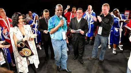Former heavyweight champion Michael Spinks, center, wishes the
