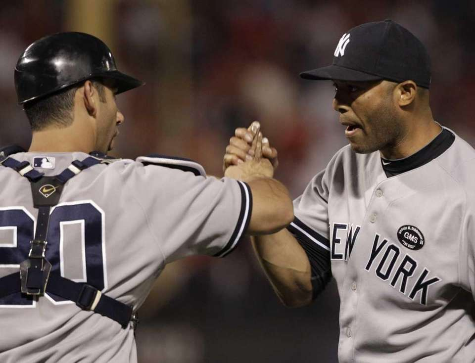 New York Yankees relief pitcher Mariano Rivera, right,