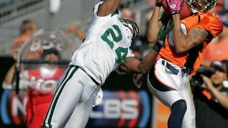 Broncos wide receiver Jabar Gaffney hauls in a