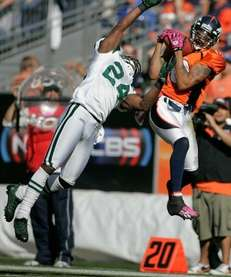 Broncos wide receiver Jabar Gaffney hauls in a