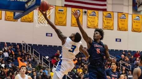 Hofstra guard Justin Wright-Foreman goes to the basket