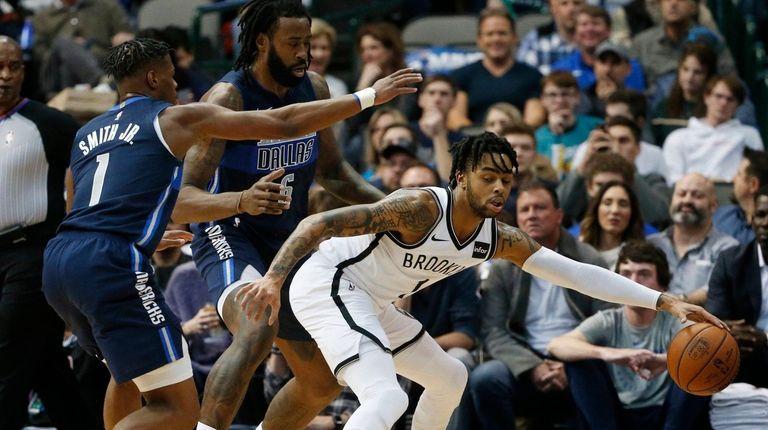 Dallas Mavericks guard Dennis Smith Jr. (1) and