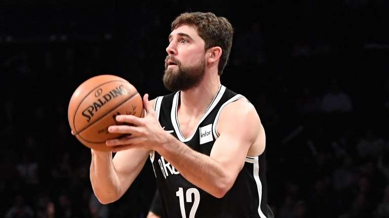 Brooklyn Nets forward Joe Harris sets before shooting