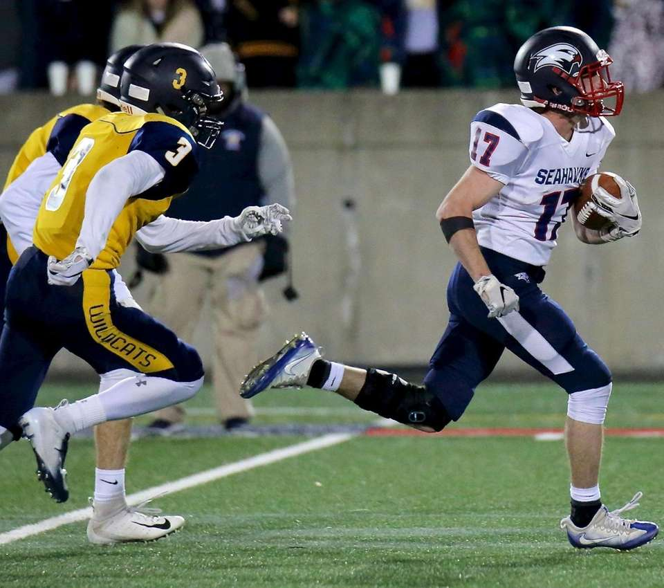 Cold Spring Harbor RB Daniel Striano outraces two