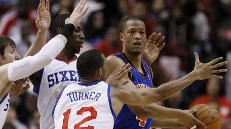 New York Knicks' Anthony Randolph, right, is pressured