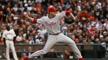 Roy Halladay #34 of the Philadelphia Phillies throws