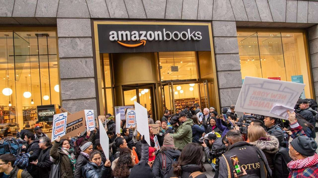Angry New Yorkers demonstrated against Amazon on Cyber