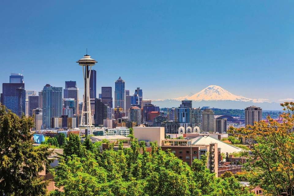 Seattle downtown skyline and Mt. Rainier, Washington. The