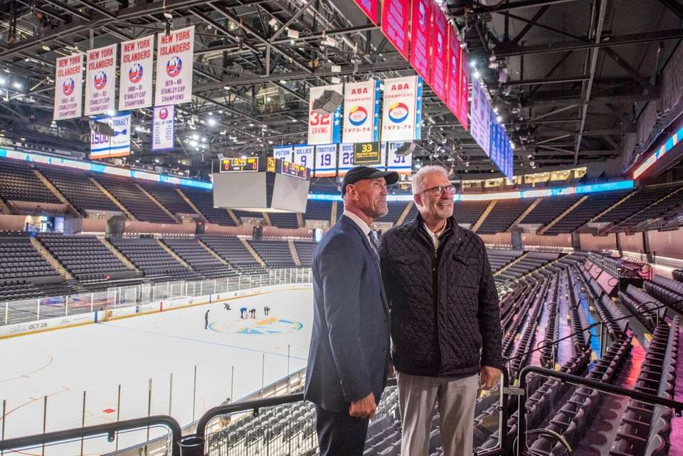 Former Islanders Bobby Nystrom, left, and Clark Gillies