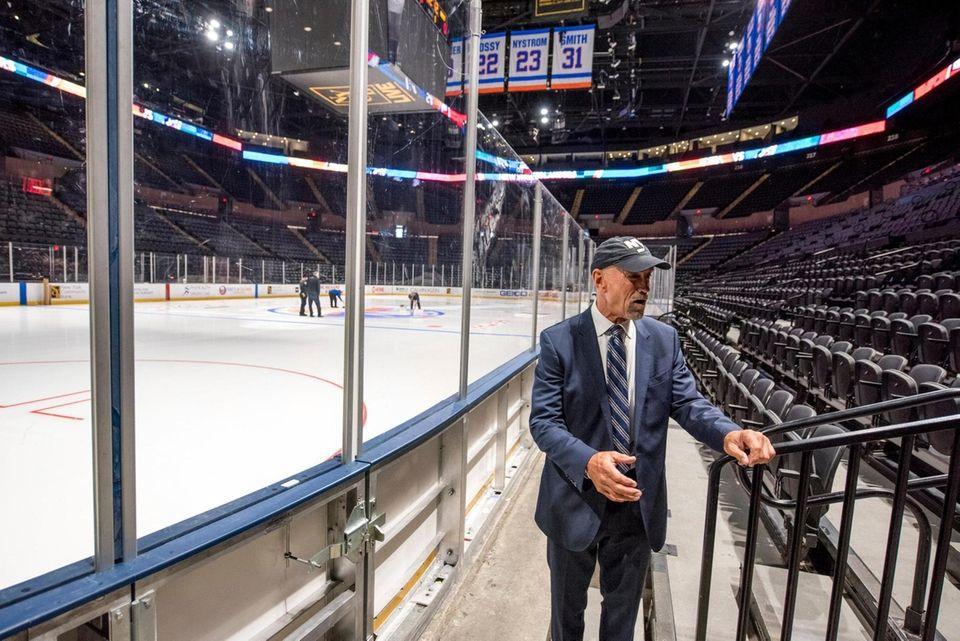 Former Islander Bobby Nystrom tours a redone Coliseum