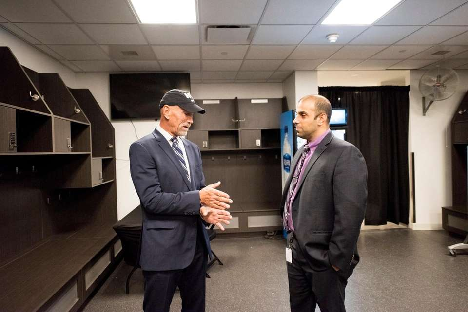Former Islander Bobby Nystrom speaks with current GM
