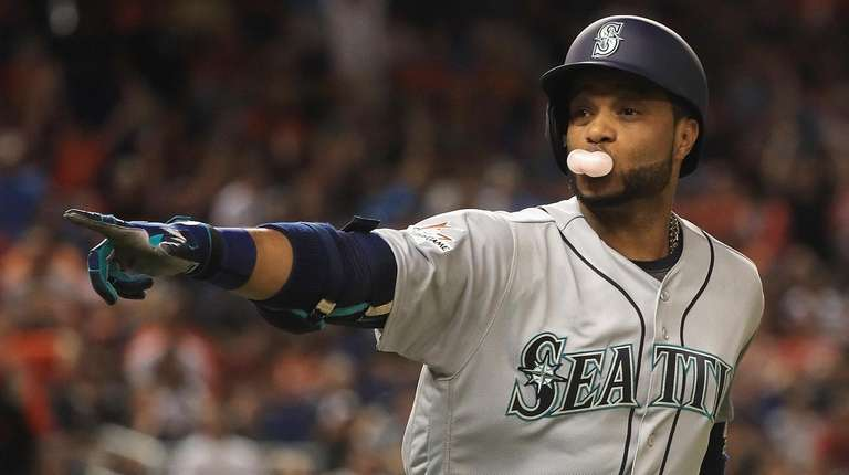 newest a8d11 861ee Mets in talks to acquire Robinson Cano, Edwin Diaz from ...
