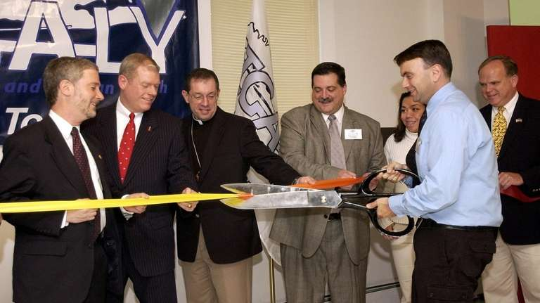 David Kilmnick cuts the ribbon for LIGALY's new