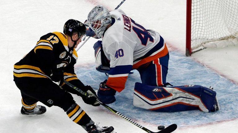 Bruins center Ryan Donato scores against Islanders goaltender