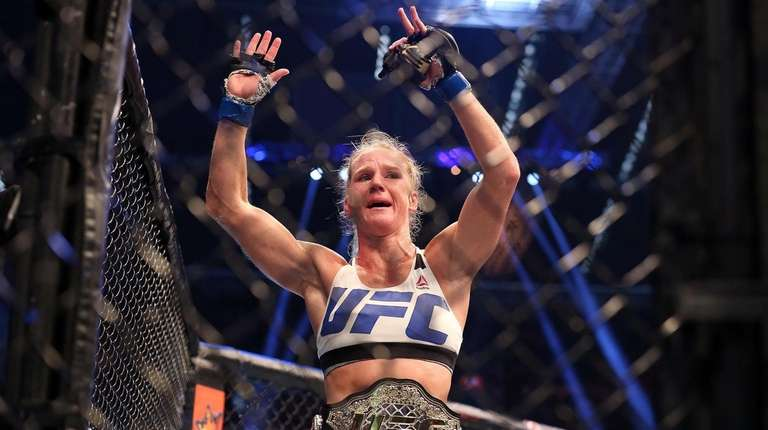Holly Holm knocked out Ronda Rousey to win