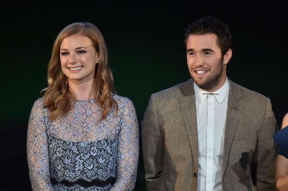 Emily VanCamp and Josh Bowman, formerly co-stars in