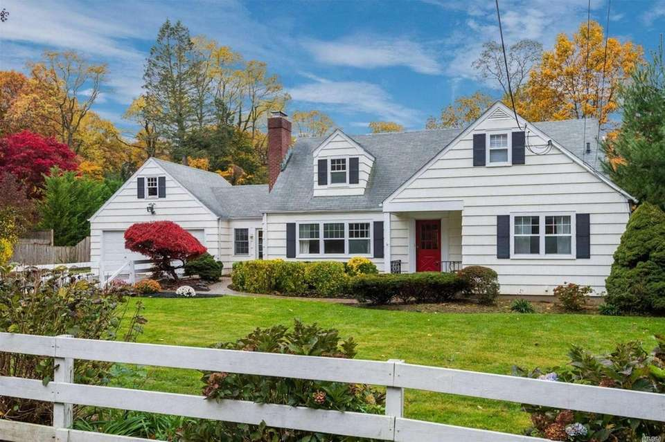 This Huntington Cape includes four bedrooms and two