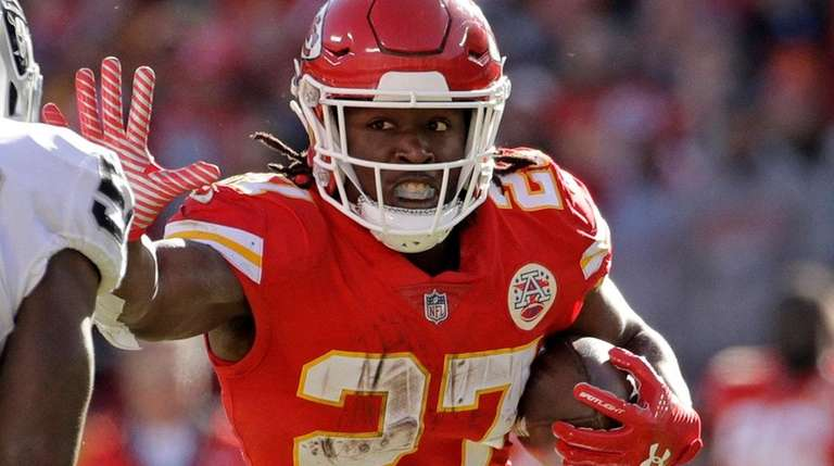 Kareem Hunt cut by Chiefs after video surfaces showing February ... f726a15bd