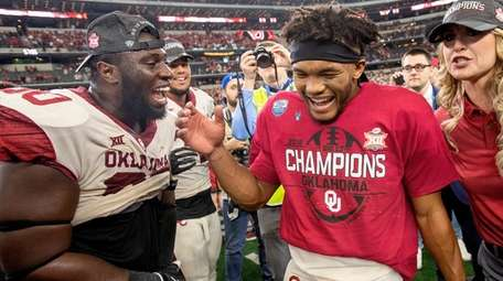 Oklahoma quarterback Kyler Murray, right, celebrates with teammate
