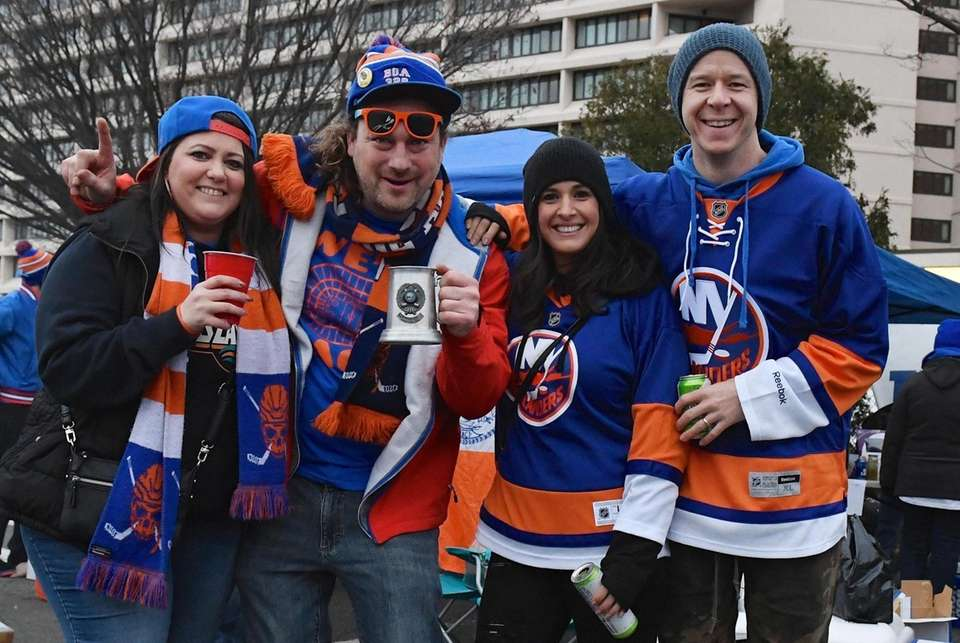 New York Islanders fans Corinne Rowe, James Fesselmeyer,