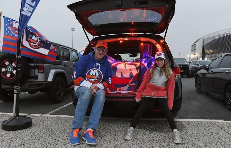 New York Islanders fans Eric and Caitlin Ober