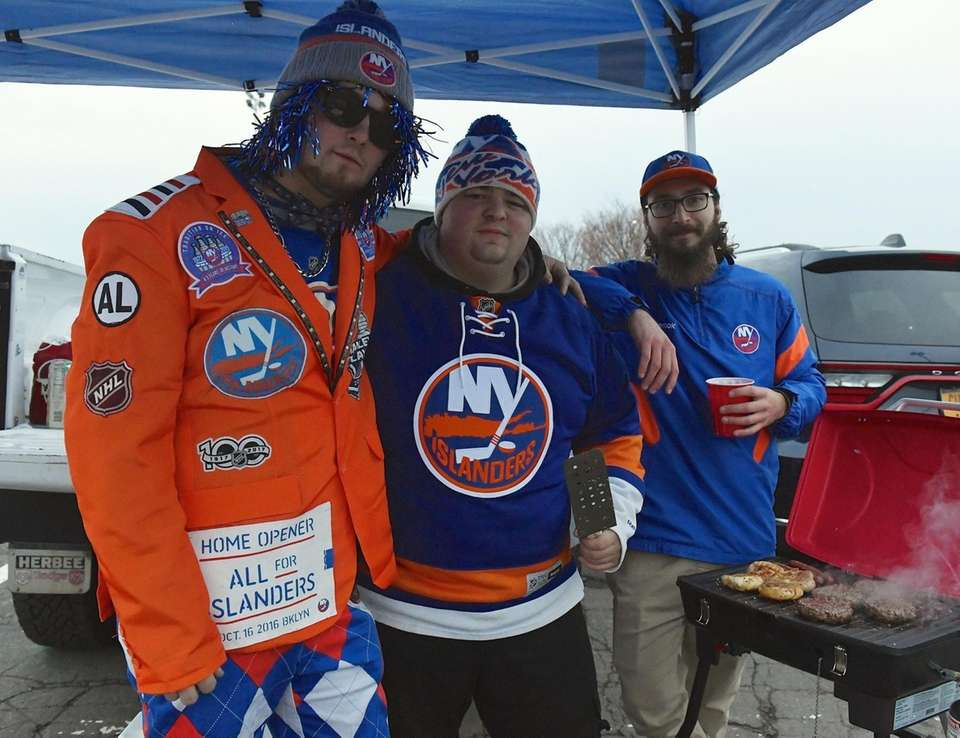 New York Islanders fans Stephen Brustad, Vincent Mangiapane