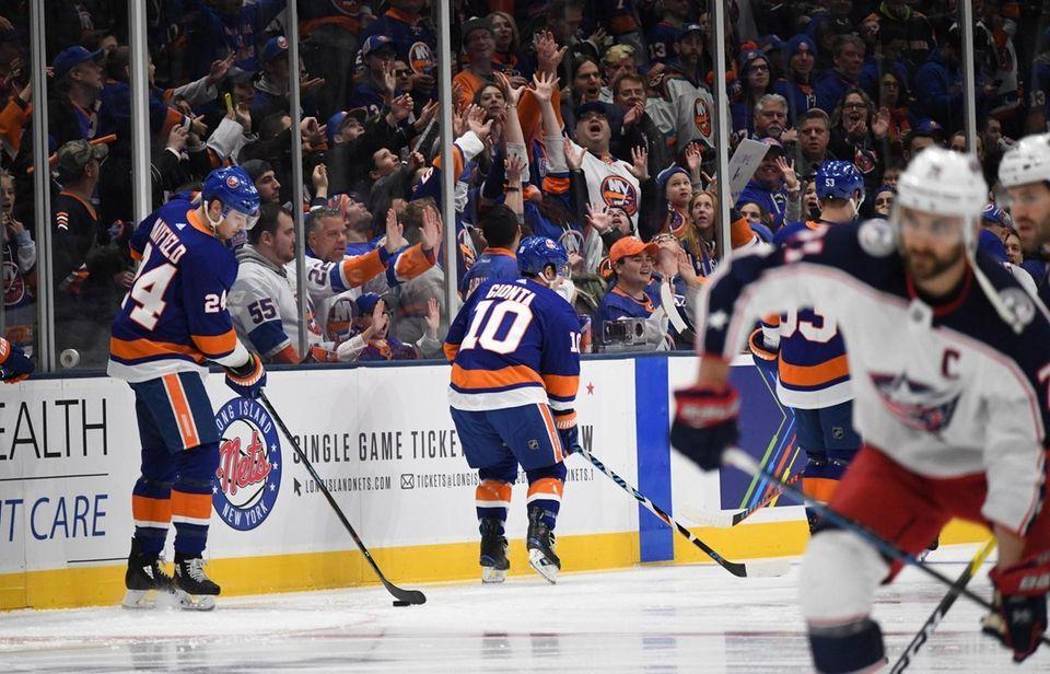 New York Islanders and Columbus Blue Jackets warm