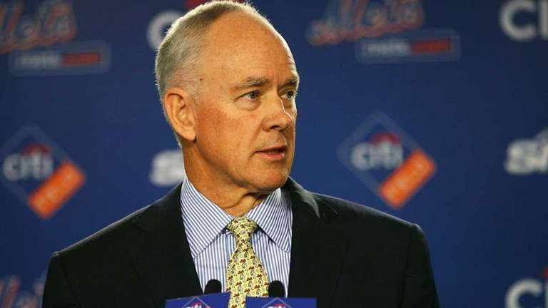 Sandy Alderson answers questions during a press conference