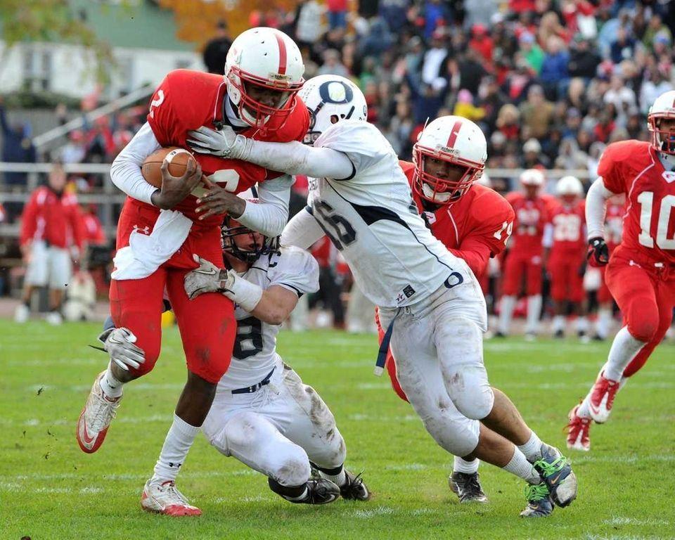 Freeport Red Devils quarterback Isaiah Barnes (2) scores