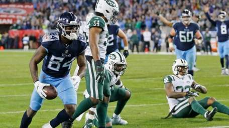 Titans wide receiver Corey Davis scores the winning