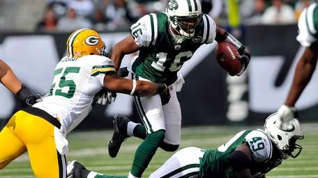 Desmond Bishop of the Green Bay Packers tackles
