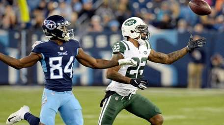 New York Jets cornerback Trumaine Johnson (22) breaks