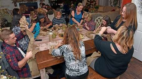 Janeen Barnes' guests make burlap wreaths at her