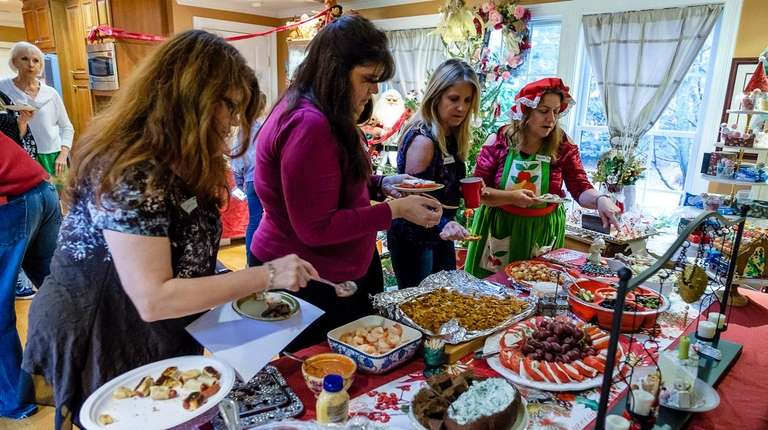Donna Drake hosts an open house and cookie