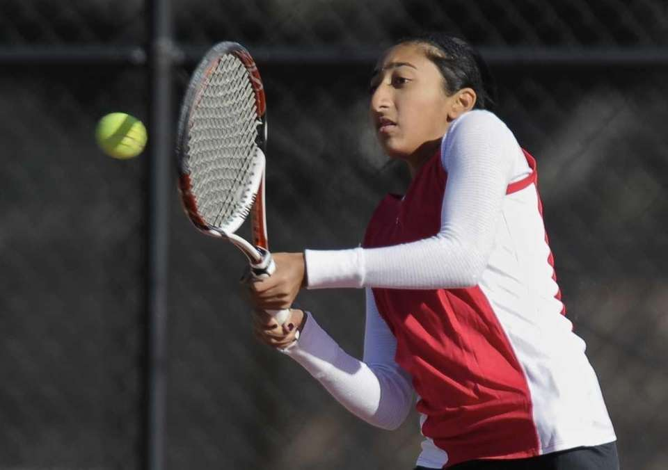 Syosset's Rithaka Reddy returns the ball in her
