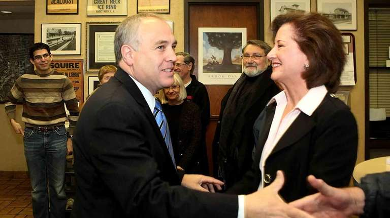 State Comptroller Thomas DiNapoli casts his ballot on