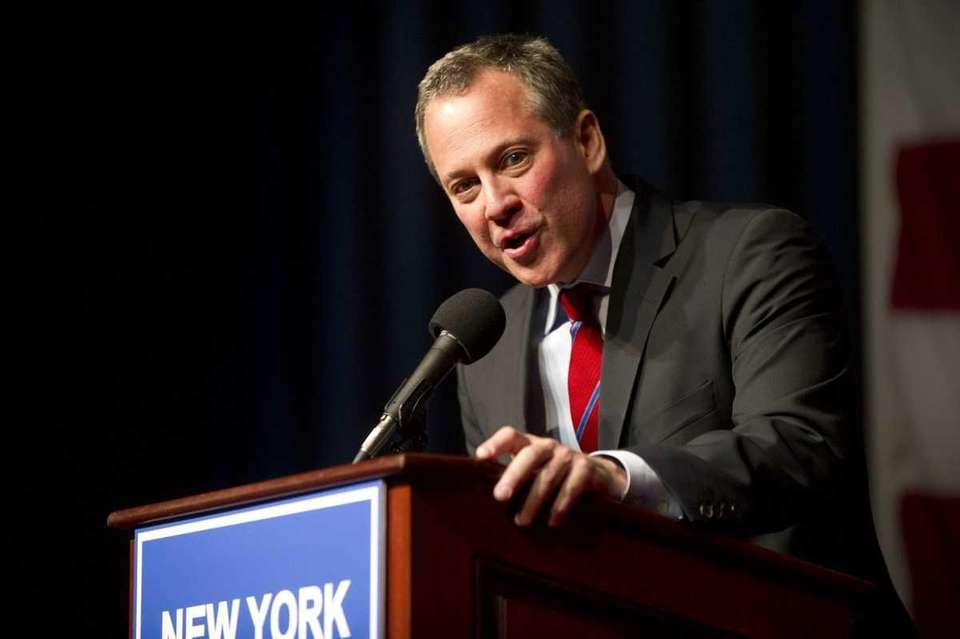 Eric Schneiderman delivers his victory speech after he