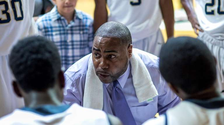 Baldwin basketball coach Darius Burton in 2016