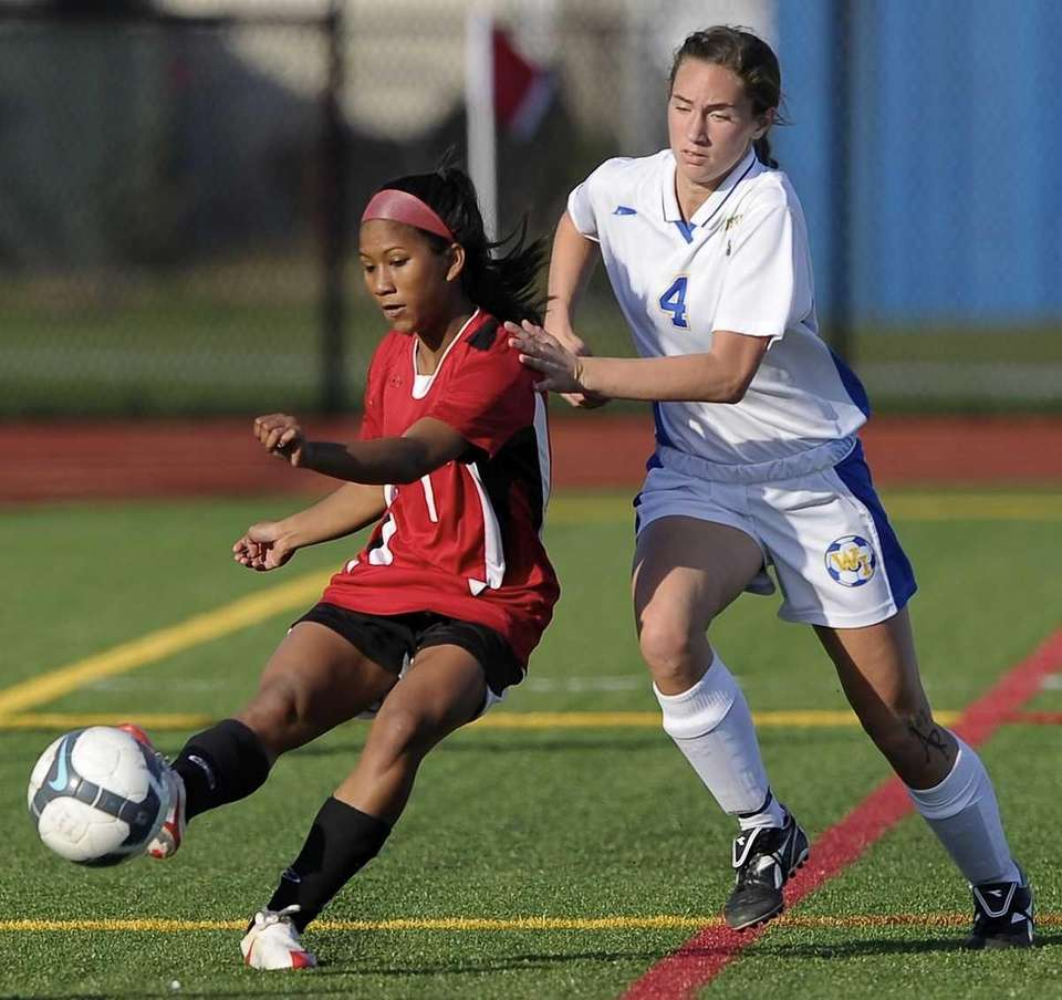 East Islip's Kaelin Bloom, left, tries to control