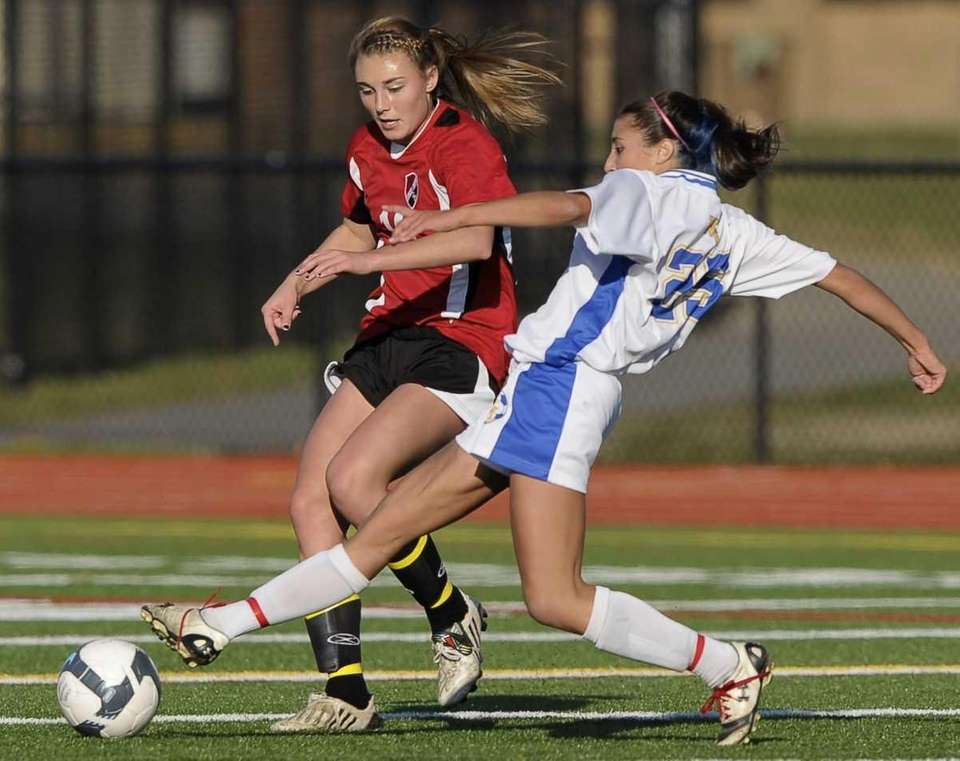 West Islip's Chelsea Weir, right, stretches to reach