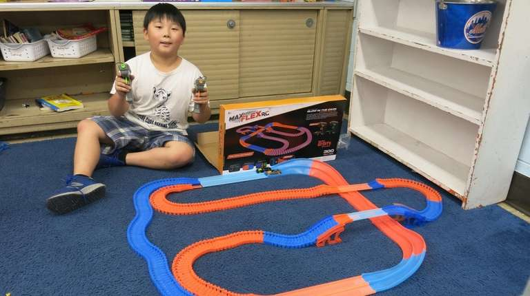 Kidsday reporter Benjamin So tested Max Flex RC